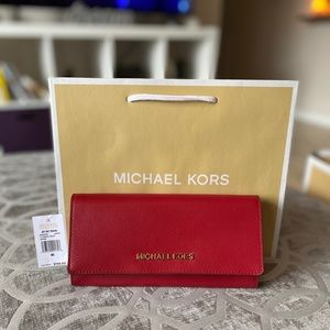 ❤️ Red Michael Kors Jet Set Carryall Clutch Wallet